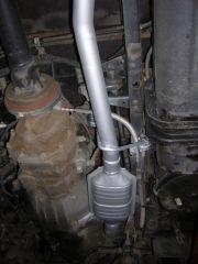Toyota Dyna 3.0 turbo diesel kistehergépjármű utángyártott katalizátor beépítés kipufogó összekötőcsővel, tartóval