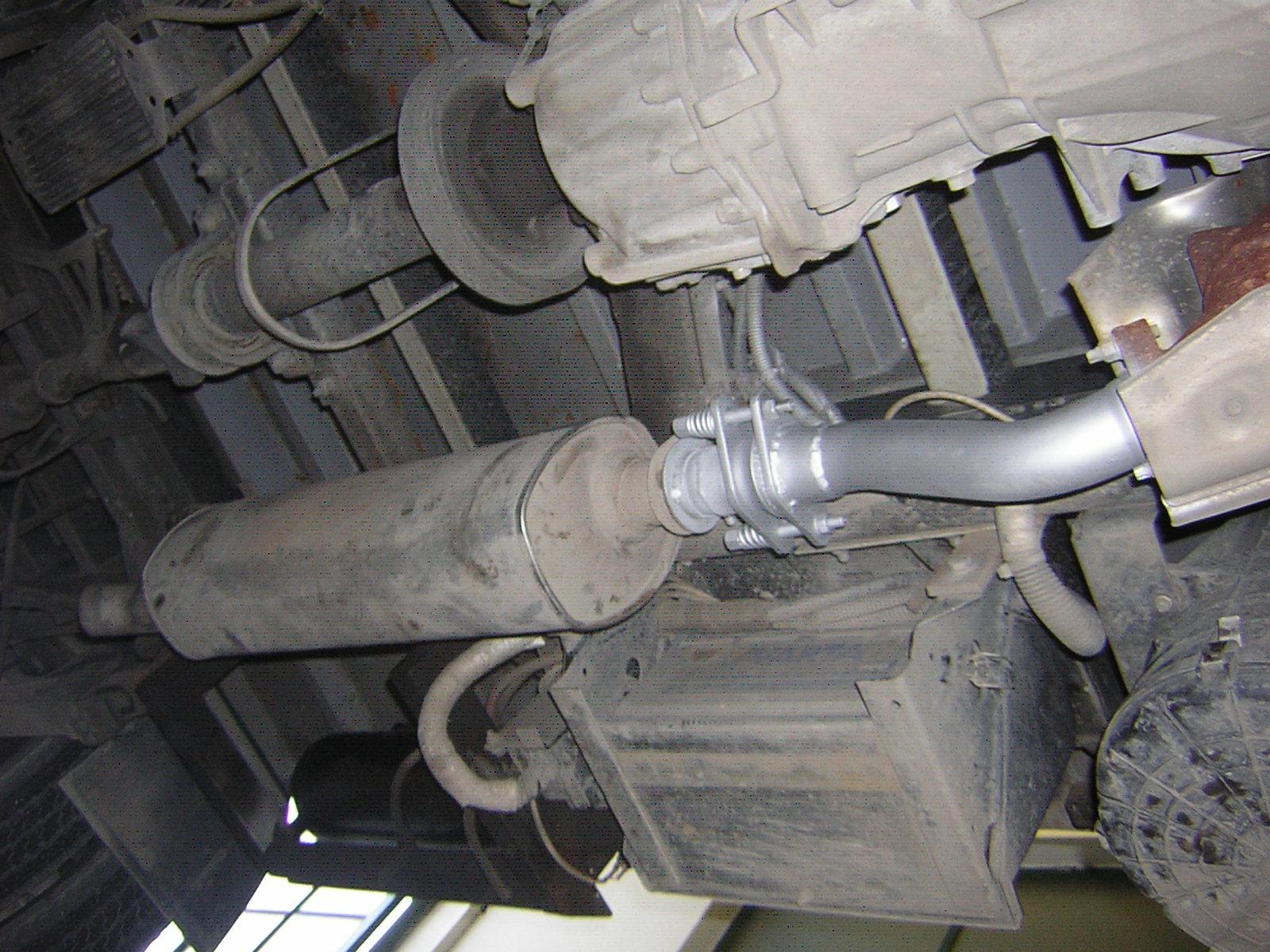 Nissan Cabstar tehergépjármű kipufogó típushiba javítás tűzkarikás rezgéscsillapítóval